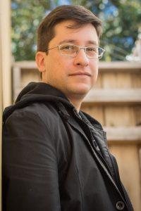 Marco Escada é professor de fotografia em faculdades e de ilustração vetorial em escolas particulares.